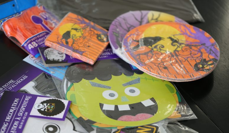 Easy Halloween Minute-to-Win-It Party (plus printables)