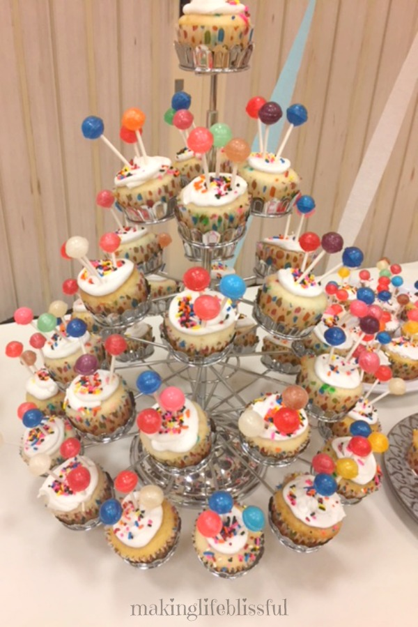 Balloon Cupcakes for Parties!