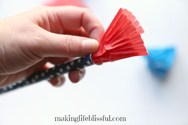 How to make patriotic parade wands with cupcake liners and paper straws