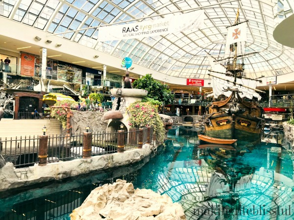 Edmonton mall is the largest mall in North America