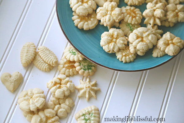 How to make simple spritz cookies